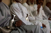 Oman-Nizwa-Waffenmarkt-Dolche