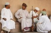 Oman-Nizwa-Waffenmarkt_Maenner