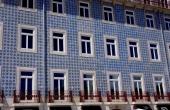 portugal_lissabon_haus_kacheln-balkon_blau