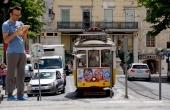 portugal_lissabon_tram_tablet-computer