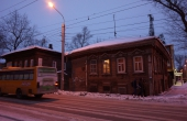 russia_irkusk_city_house_bus_night