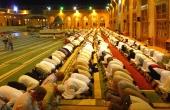 syrien-aleppo-umayaden-moschee-innenhof-beten_1920x1080