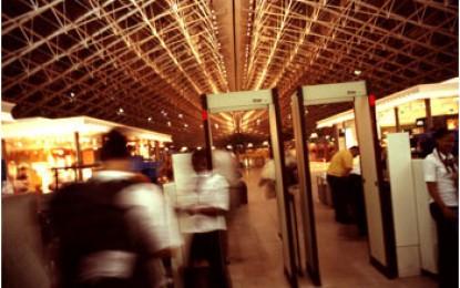 Airport Teneriffa Süd: RAUCHVERBOT – lustige unsinnige Lautsprecherdurchsage