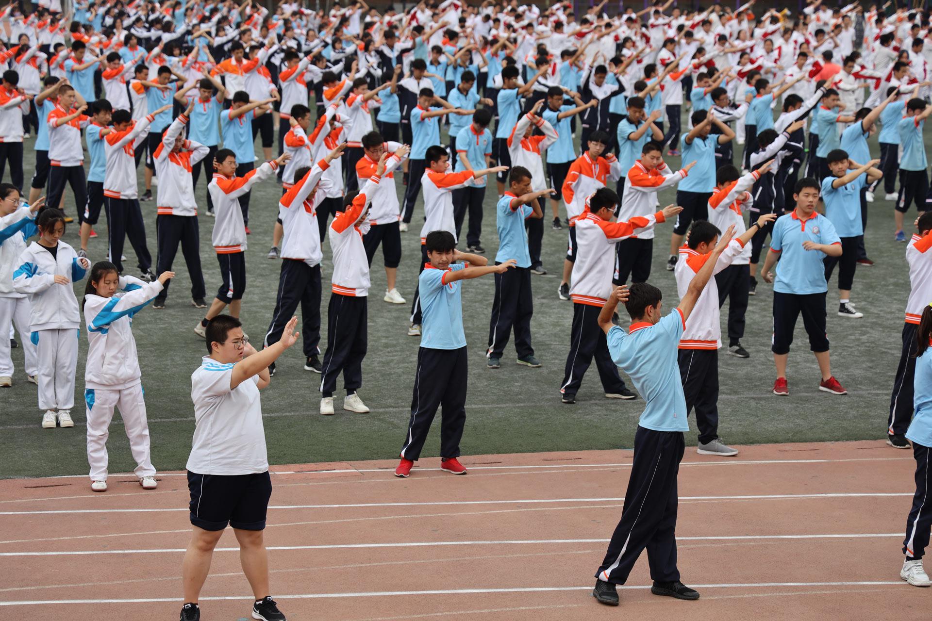 Pasch-Mercator-Muell-RealschuleTraunreut_Peking_Schule-Massengymnastik