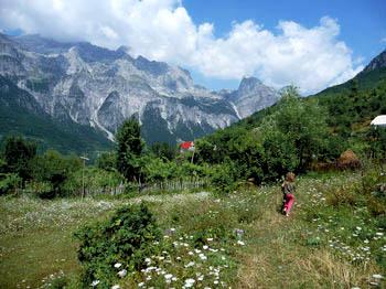 Dinarische Alpen, Thethi: Idyllisches Dorf mit Hochgebirgscharakter in Albanien als Ausgangpunkt für Mountainbiketouren (Übersicht für Touren 1 – 4)