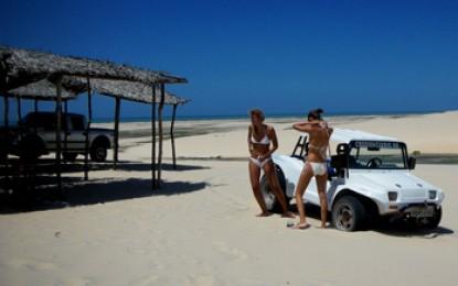 Ceara, Canoa Quebrada: Mit dem Buggy zum Sandboarden in einer gigantischen Dünenlandschaft mit Süßwasserseen