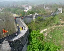 Dandong: Vorhof zu Nordkorea dessen Grenze vom Yalu Fluss und der Chinesischen Mauer markiert wird