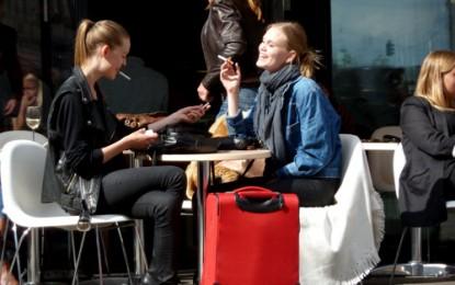Kopenhagen: Junge Leute in junger Architektur
