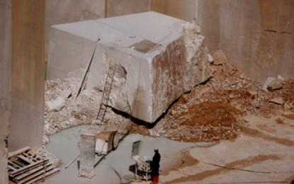 Sardinien, Orosei: Spanische Architektur und weißer Marmor im Osten der Insel