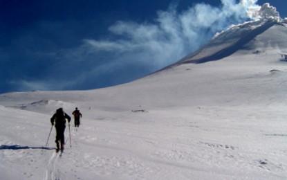 KAMTSCHATKA: Ratrak Boarding & Skitouren auf dem AWATSCHINSKAJA und KLJUTSCHEWSKAJA Vulkan