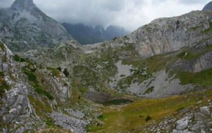 Thethi: Knackige Tragepassage & handtuchschmaler Downhill (Tour 3)