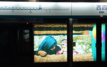 Peking: Modernste Metro Werbung in der Oympia Linie 4